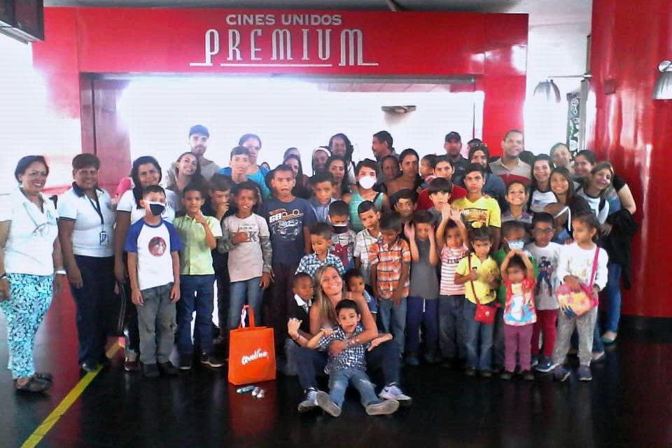 Fundación Casa Hogar Al Fin llevó a los niños al cine