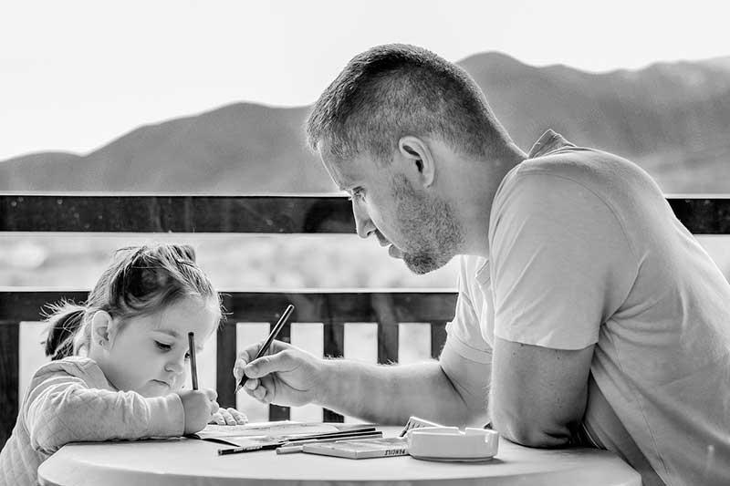 Los padres son los nuevos maestros en la cuarentena